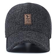 Orta yaşlı adamın yün şapka kış açık kulaklı beyzbol şapkası