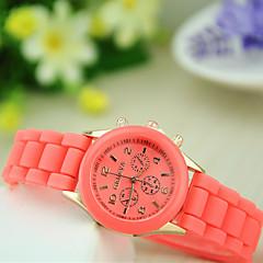 preiswerte Damenuhren-Damen Quartz Armbanduhr Armbanduhren für den Alltag Silikon Band Charme Freizeit Modisch Schwarz Blau Rot Grün Rosa Lila Gelb Beige Rose