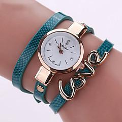 preiswerte Tolle Angebote auf Uhren-Damen Modeuhr / Armband-Uhr / Armbanduhr Cool / Mehrfarbig PU Band Charme / Retro / Heart Shape Schwarz / Weiß / Blau