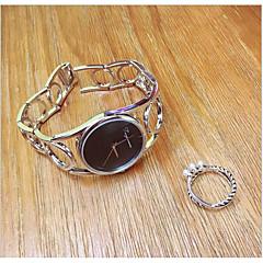 preiswerte Damenuhren-Damen Armband-Uhr / Armbanduhr Chinesisch Kreativ / Armbanduhren für den Alltag / Cool Edelstahl Band Retro / Freizeit / Armreif Silber / Gold