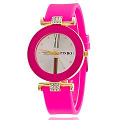 preiswerte Damenuhren-Damen Armbanduhr Quartz Armbanduhren für den Alltag Silikon Band Analog Modisch Mehrfarbig Schwarz / Weiß / Blau - Rosa Hellblau Leicht Grün