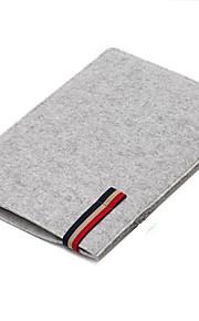 Draagbare laptop 15 inch wol viltzak